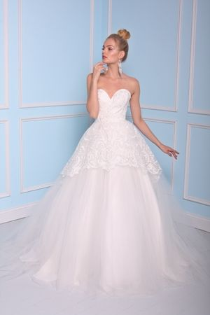 Sweetheart Princess/Ball Gown Wedding Dress  with Natural Waist in Lace. Bridal Gown Style Number:BSS17-17043