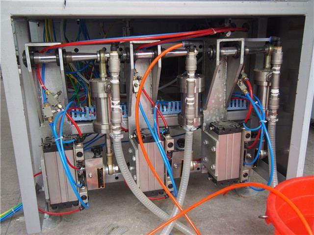 CJXH-1600A Semi-Automatic aerosol spray paint filling machine     More: https://www.aerosolmachinery.com/sale/cjxh-1600a-semi-automatic-aerosol-spray-paint-filling-machine.html