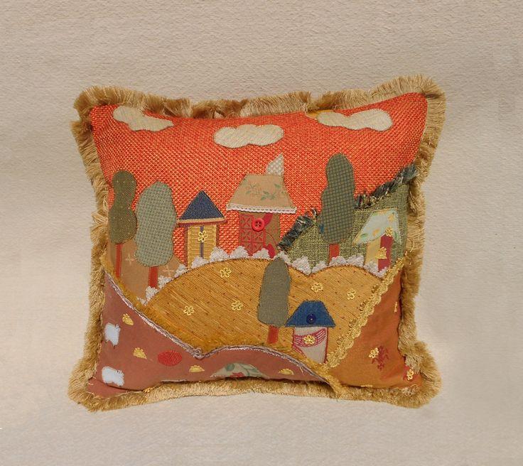 Cuscino patchwork decorativo con applicazioni in tessuto fatto a mano di LuaNuu su Etsy