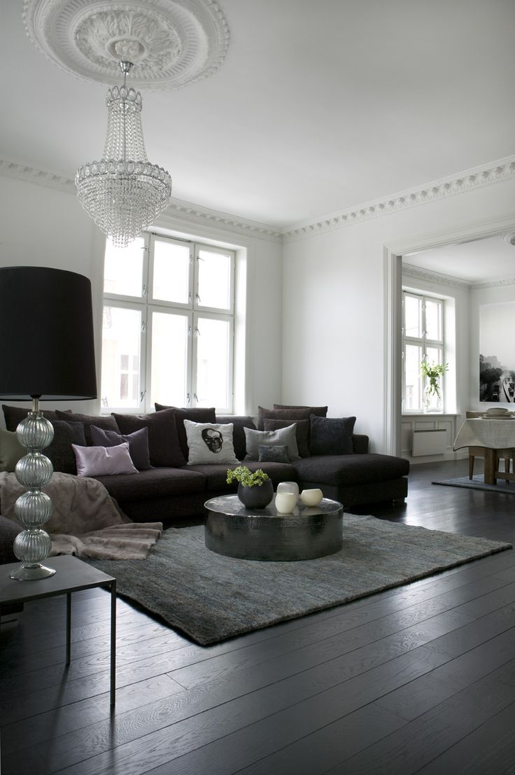 Round coffee table + gray tones + smoked oak flooring