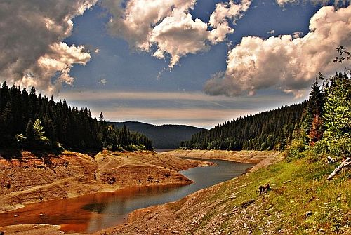 Bine ati venit in comuna Belis din judetul Cluj (vedeti cazare de lux in Apuseni – Tara Motilor), comuna alcatuita din satele Belis, Balcesti, Smida, Gircuta de Sus, Dealu Botii si Poiana Horea, atestata inca din anul 1369, in apropierea Lacului Belis-Fantanele.