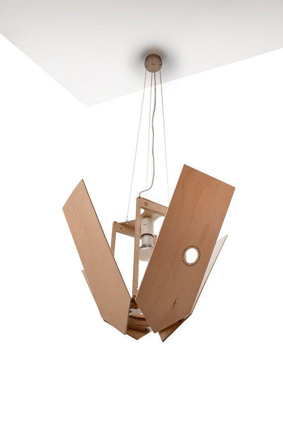 Verschachtelung Box große Pendelleuchte. Lampe verwendet für Restaurant, Büro, Flur, Studie, Hotelzimmer, Wohnzimmer, Haus, Büro, bar, Shop. Die Leuchte Körper ist aus Birkensperrholz gefertigt. Das Produkt ist mit Lack auf Wasserbasis überzogen. Empfohlene Leuchtmittel Typ geführt. Ventile öffnen Körperposition ändern von 0 bis 90 Grad. Öffnen die Ventile steuert den Grad des Lichts und ändert die Geometrie der Leuchte. Der Korpus kann Wite Farbe sein.  Spezifikationen: Connector: E27…