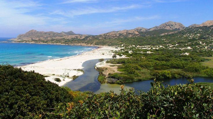 Der Camping Ostriconi besticht durch seine außergewöhnlich schöne Lage und seinen traumhaften Weg zum ebenso traumhaften Sandstrand!