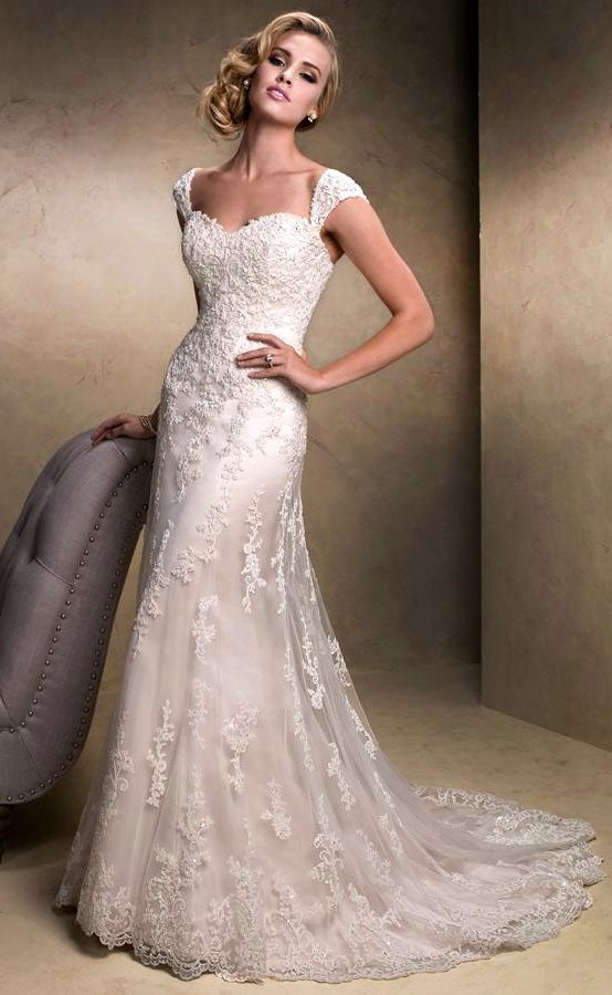 IN LOVE!!! BEAUTIFUL BEAUTIFUL BEAUTIFUL! Everything that I can ever imagine is in this dress! I have finally found my dream dress! <3