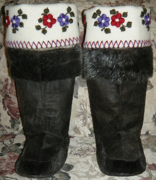 Inuit made women's sealskin kamiks via David Nakashuk