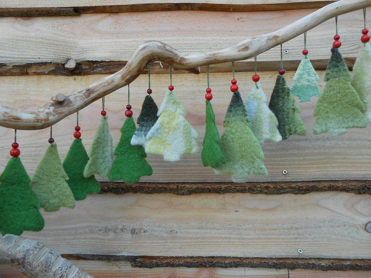 Kerstboompjes, hangers, wol, Eexterhout