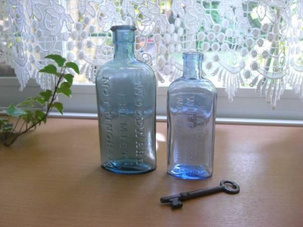 アンティークキー英字ロゴ入りガラスボトル2本セットイギリス インテリア 雑貨 家具 Antique glass bottles ¥1000yen 〆05月10日