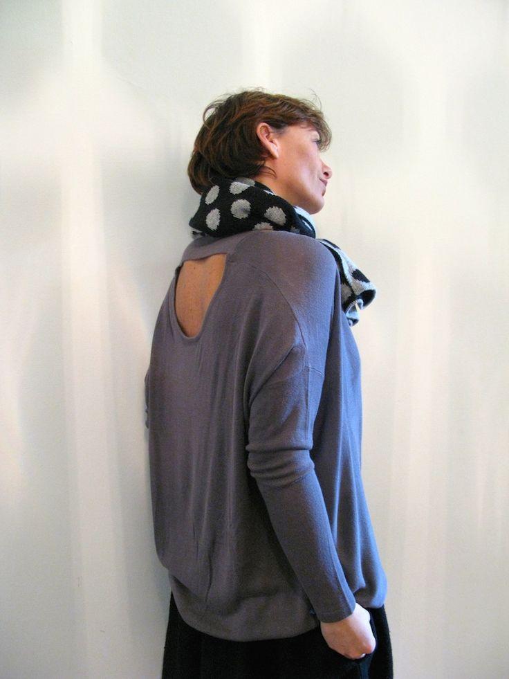 Maglione nudo, in lana misto viscosa euro 48 Sciarpa pois fantasia in lana euro 35
