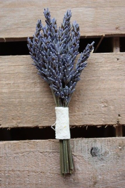 I just love lavender. I think this is a great idea for an outdoor wedding boutonniere