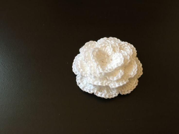 Tuto très facile et très rapide pour faire de très belles roses au crochet…