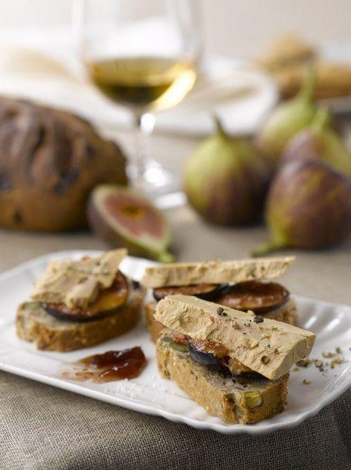 Tartine de foie gras aux figues et aux noisettes