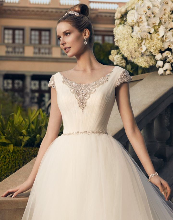 Timeless Casablanca Wedding Dresses 2014 Fall Collection: http://www.modwedding.com/2014/10/21/timeless-casablanca-wedding-dresses-2014-fall-collection/