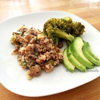 Tasting Good Naturally: Quinoa aux petits légumes, brocolis vapeur et avocat #vegan