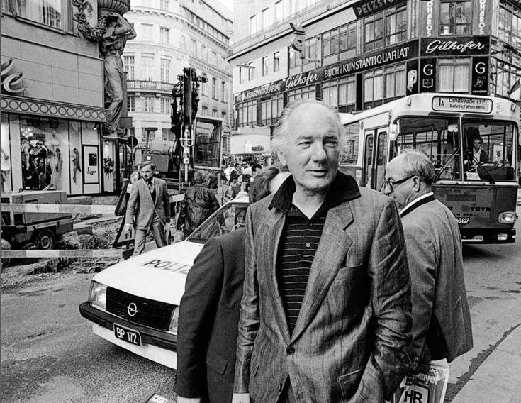 Thomas Bernhard (1931-1989) war ein österreichischer Schriftsteller. Er zählt international zu den bedeutendsten österreichischen und deutschsprachigen Autoren.