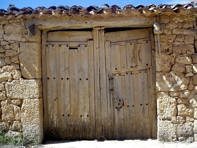 Portalón en Fontioso, Burgos, Castilla