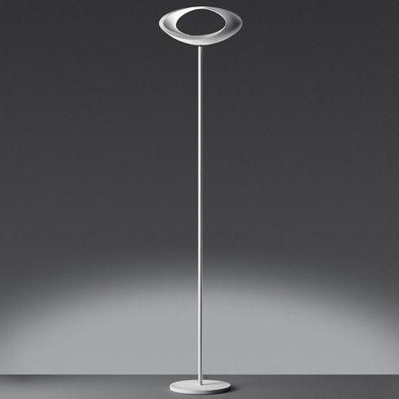 Artemide   Cabildo Stehleuchte, Weiß, Schwarzer Hintergrund   Ambientebild