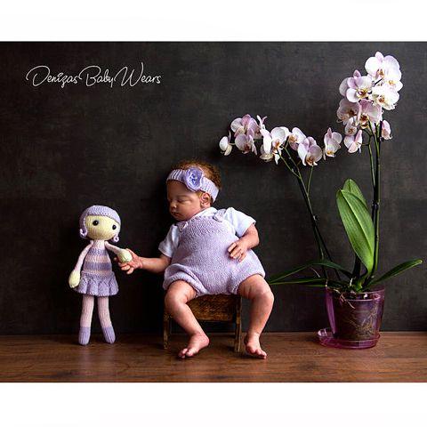 Yenidoğan Prenses için harika giysi takımı: balon tulumu ve saç bandı. 1-3 aylık Bebek için. Bu arada oyuncağı da unutmadık. ☺️☺️☺️ Antibakteriel doğal iplikten örülmüş 34 cm'lik kız bebeği. Sipariş için >>>DM. Prenses baloon romper and hair band. Wear fits babies up to 3 months old. #organikoyuncak #bebekmodası #organik #denizasbabywears #fashion #babyromper #bebekmodası #knitting #babyphotographer #newbornphotography #newbornknits #yenidoganihtiyaclari #bebekaksesuar #bebektulumu…