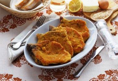 Receita de Bisteca de Porco à Milanesa. Bisteca frita ou à milanesa por si só já é uma delícia, com complemento, fica ainda melhor!