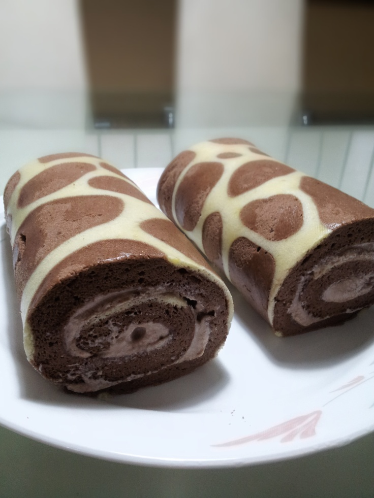 Giraffe Pattern Swiss Roll This is the coolest roll cake  Great for a #Zoo #Party #food #dessert