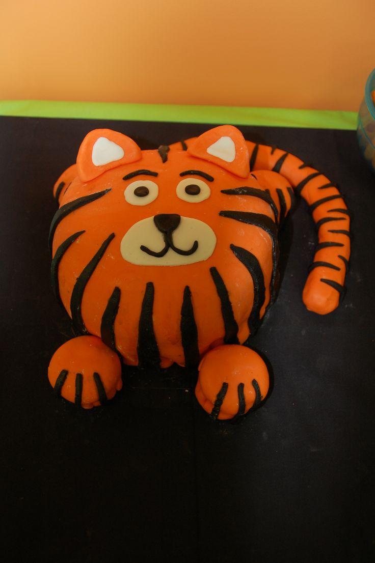 Best 20+ Tiger Cake ideas on Pinterest Leopard print ...