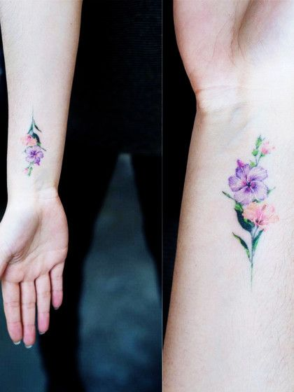 Miteinem Tattoo am Handgelenk kann man natürlich nichts falschmachen - vor allem nicht, wenn man sich ein hübsches Flower-Tattoo stechen lässt!