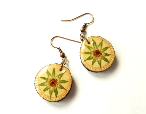 Woodland earrings, natural wood earrings, botanical wood earrings, real flower earrings, tree branch, botanical resin earrings (strawberry)