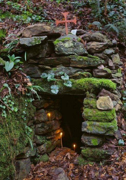 Monk cave in Mount Athos, Greece