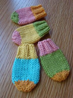 These sweet little Baby Mitts will keep your baby's hands warm and stop her form scratching her face while still being fashionable. This free knit pattern is a keeper!