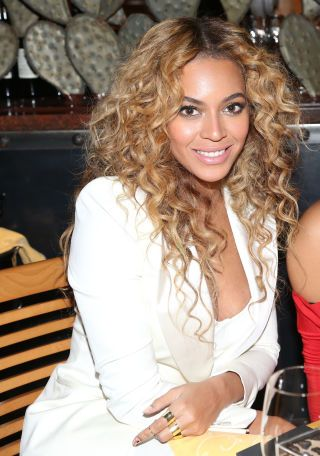 Beyoncé's Perfect Spirals It's hard to describe Beyoncé without delving into the cliché of #flawless but there is no other word for this curled masterpiece. Use a 13mm curling wand to get these ultra-thin spirals.  And to help keep those curls in place, try one of these revolutionizing curly hair products.