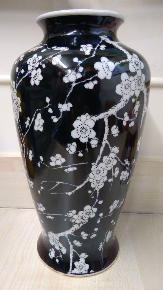 Chinese Porcelain Black Hand Painted Blossom Vase