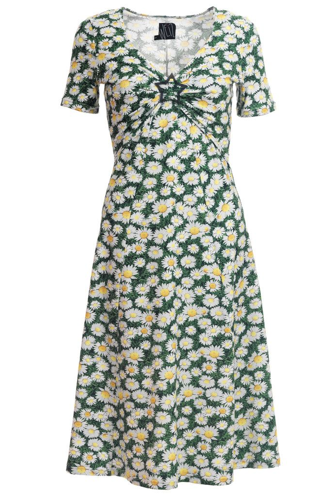 All time spring time favourite. Pippa dress with daisy flowers combined with a perfect fit.