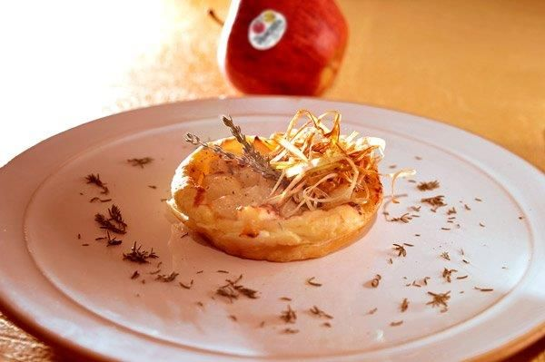 Mini quiche con Mela Val Venosta, cipolle e gorgonzola gratinati al forno