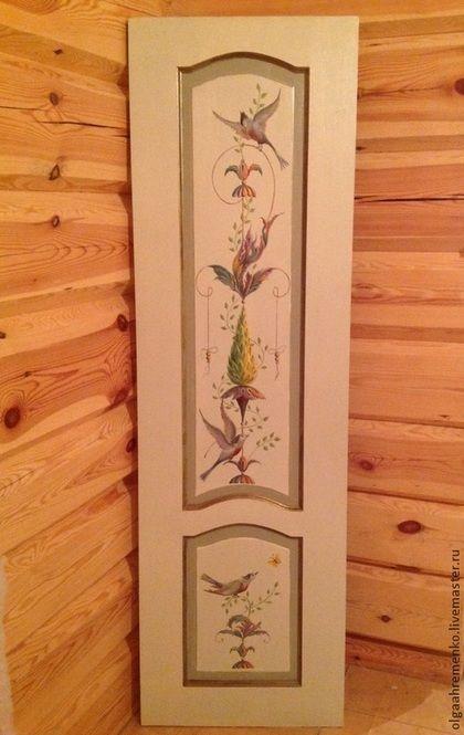 Дверь из массива сосны. Окрашивание, ручная художественная роспись маслом в стиле барокко, гротеск. Золочение. Финишный лак. Размер 2м х60 см.