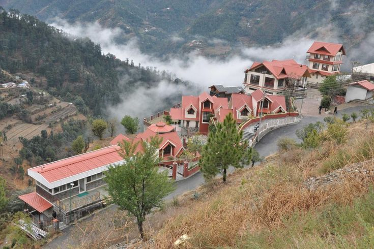 homevilas provides best vacation rentals in Shimla at very lowest price. Here you can book Cottages, Homestays in Shimla for your holidays.