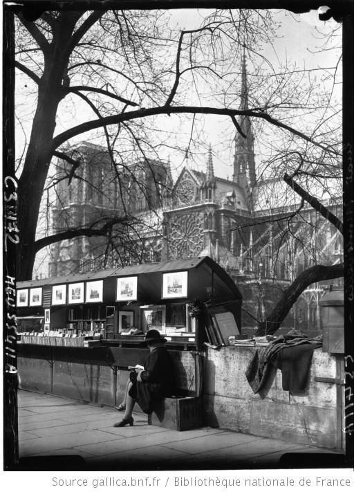 Vieux Paris : Notre-Dame prise du quai de Montebello avec les marchands d'estampes : [photographie de presse] / Agence Meurisse - 1928. Bibliotheque nationale de France.