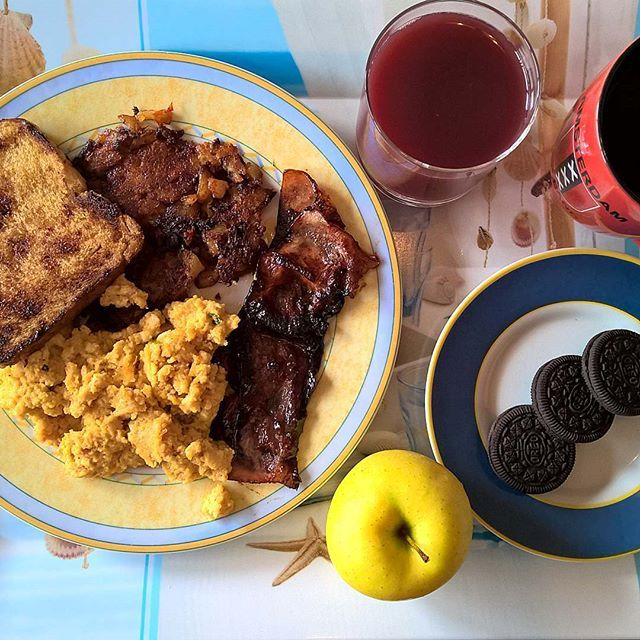 Fuel for the Saturday shopping experience: Scrambled eggs enhanced with a sachet of instant Chinese Vegetable soup and mature cheddar, glazed bacon, bubble and squeak, toast, chocolate crème Oreos and a crispy sweet apple. #thenewbreakfasteverydayproject #livingmylifemyway