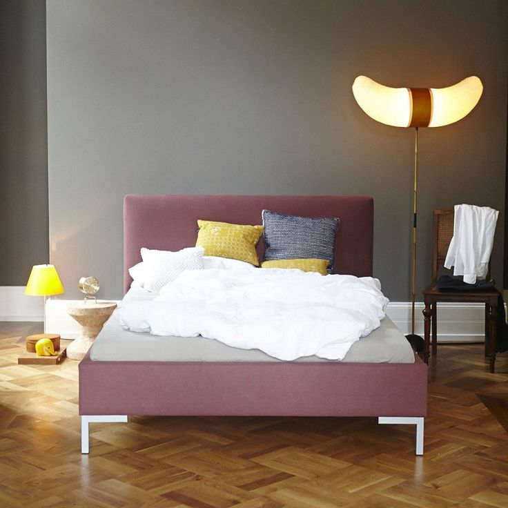 Kolpino Polsterbett. Sanft in Beere träumen – gut nicht in Brombeeren, das wäre zu stachelig! Aber rosarote Brille im Schlafzimmer ist ein guter Vorsatz für gesunden Schlaf im Bett: http://www.ikarus.de/betten/betten.html