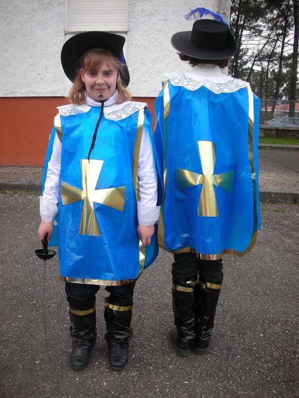Mousquetaire con bolsa azul un disfraz de mosquetero http://www.multipapel.com/subfamilia-bolsas-basura-colores-para-disfraces.htm