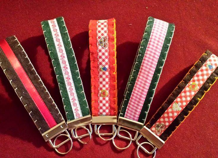 Die habe ich gestern genäht - aus Filz. Die halten auch dicke Schlüsselbunde aus!! #lanyard #schlüsselanhänger #schlüsselband #sewing #nähen #handarbeit