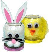 Voor Pasen kun je met kinderen hazen (konijntjes) en kuikentjes maken met glazen potjes.