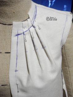 Прикрепленное изображение | Pattern making neckline tucks/pleats.