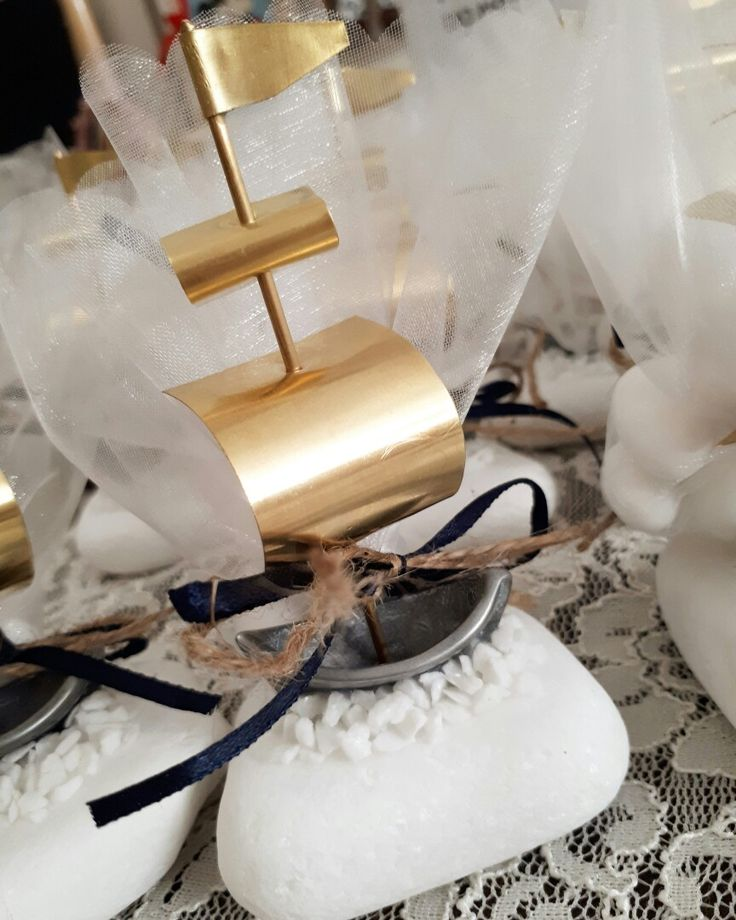 Μοναδικές μπομπονιέρες βάπτισης μεταλλικό καραβάκι-πειρατικό από μπρουτζο  και βάση από βότσαλο,καλεστε 2105157506