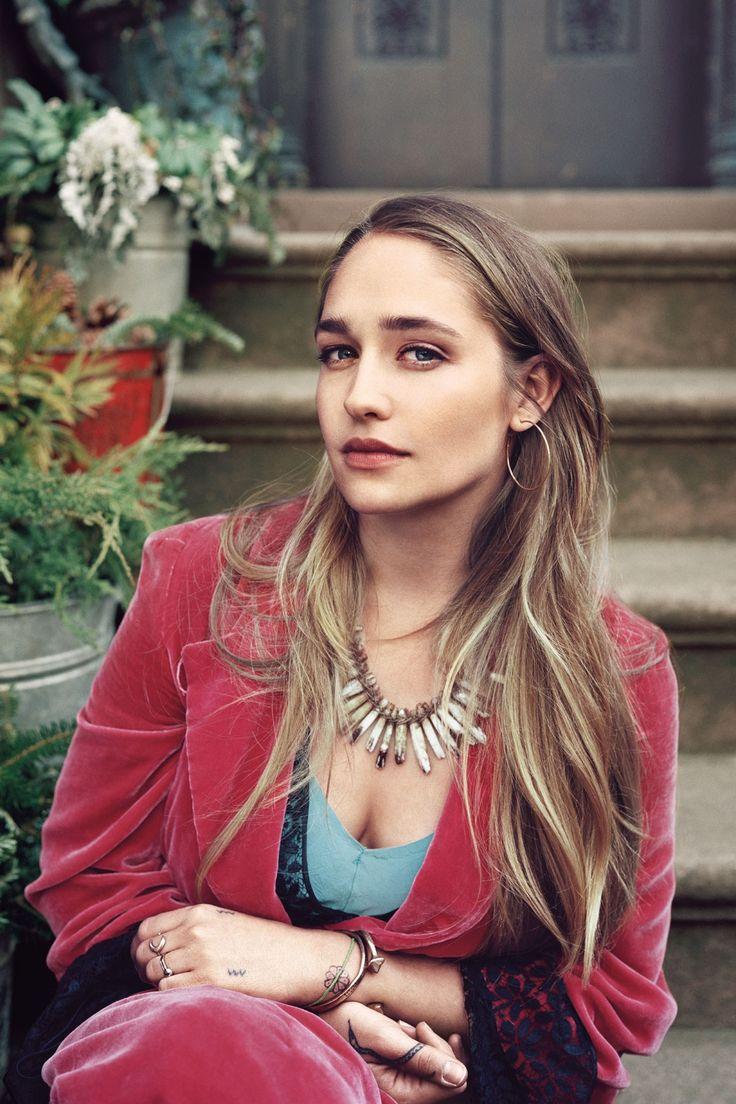 Jemima Kirke photographed by Pamela Hanson for the June 2013 issue of Vogue - click through to download the issue now.