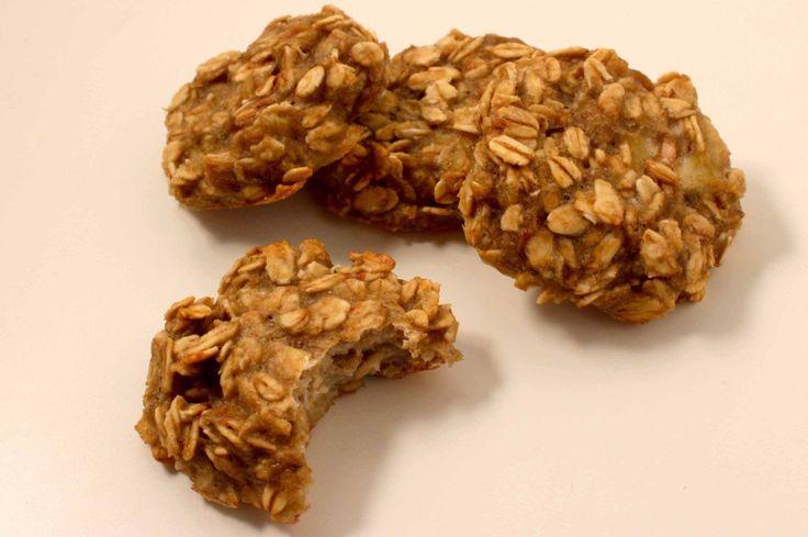 Havermoutkoekjes met maar 2 ingrediënten op Kokerellen. Deze koekjes van banaan en havermout zijn snel, gemakkelijk en overheerlijk!