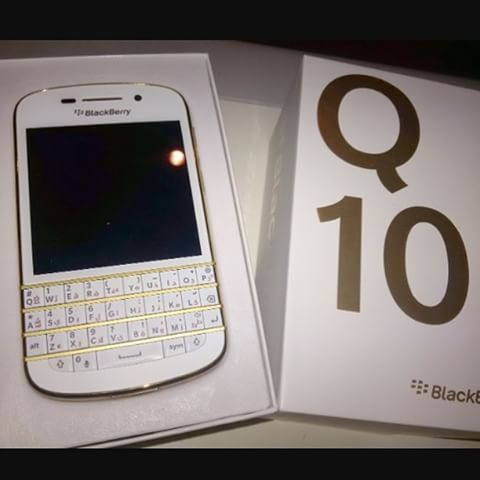 #inst10 #ReGram @sajjad.mobile: #blackberry Q10 gold موجود در فروشگاه#موبايل_سجاد  #BlackBerryClubs #BlackBerryPhotos #BBer #BlackBerryQ10 #Q10 #QWERTY #Keyboard