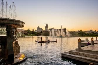 Top 10 things to do for active travelers in Omaha, including visiting the heartland of America Park: http://www.midwestliving.com/travel/nebraska/omaha/top-10-things-to-do-for-active-travelers-omaha