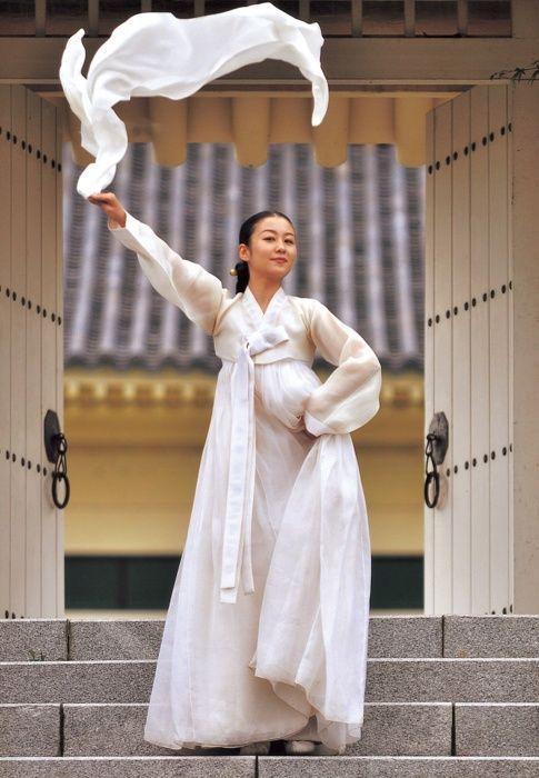 beautiful all white hanbok.