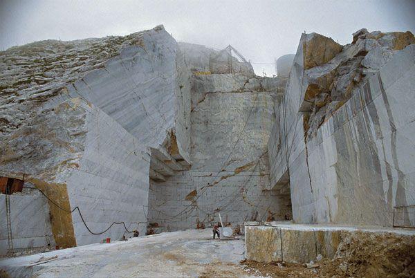 Carrara: montagne di marmo