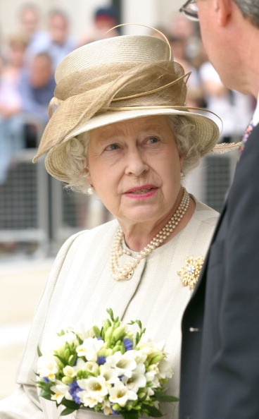 Queen Elizabeth II opens the New Stock Exchange at Patermoster Square in London, Great Britain on July 27, 2004.