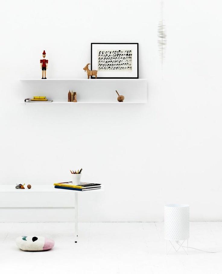 ALLOY SHELF + PODIUM TABLE. DESIGN: ERNST & JENSEN, DENMARK FOR ARTEFACT COPENHAGEN. PHOTOGRAPHER: JEPPE SØRENSEN. STYLING: BUNGALOW 5.dk